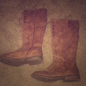 Missimo brand lace up combat boots, brown size 10